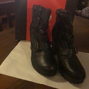Guess Women's shoes